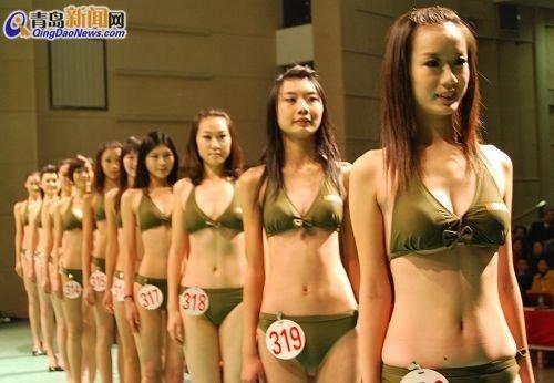 组图:数百名高校模特着比基尼参加空姐选拔
