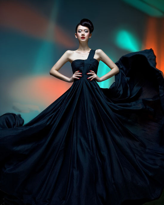 黑色婚纱 绽放戚薇的特色美 婚嫁资讯