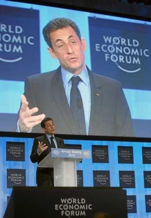 """2010年1月27日至1月31日,世界经济论坛2010年年会(冬季达沃斯)在瑞士达沃斯举行,本届年会主题是""""改善世界状况:重新思考、重新设计、重新构建""""。作为达沃斯论坛中文官方合作门户网站,腾讯网实时从瑞士发回相关报道。图为法国总统萨科奇在论坛开幕式上演讲。"""