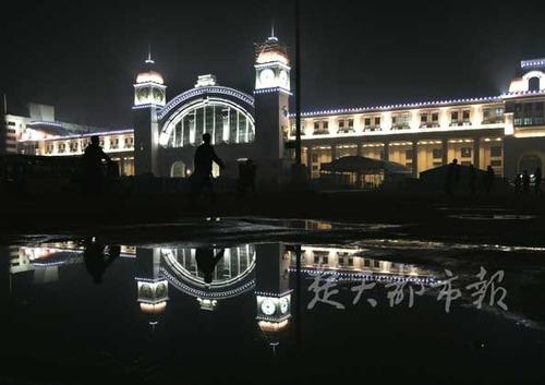 春运启用将施交通管制; 古典欧式的汉口站,中国特色的武昌站,武汉特图片