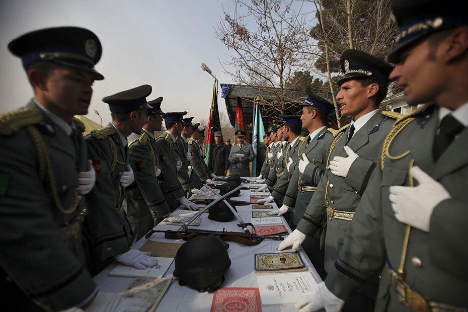 高清图:阿富汗警校学员举行毕业典礼