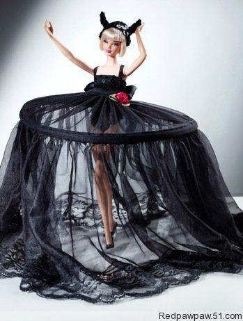 知名设计师为芭比设计小礼服