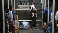 图片故事:春运特写——走,我们回家!