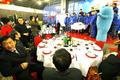 组图:上海商家为世博建设者奉献丰盛年夜饭