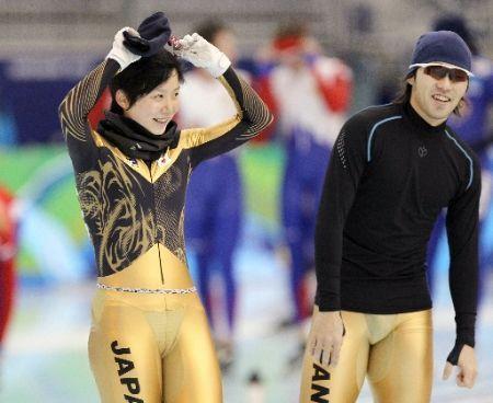 日本90后速滑美女穿透视装雷翻全场图