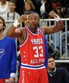 组图:NBA全明星名人赛 成龙搭档振臂欢呼