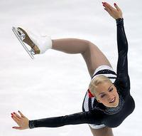 美女滑冰扭伤脚视频