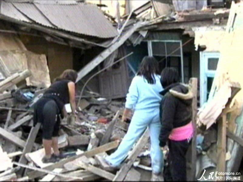 2010年2月27日,智利,塔尔卡:地震中倒塌的房屋。智利中部康塞普西翁省附近北京时间2010年2月27日14时34分发生里氏8.8级强烈地震,智利首都圣地亚哥有震感。