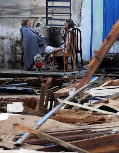 地震中幸存的人们
