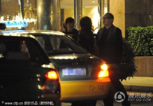 美女:马楚成与组图东德美女约不出租避嫌车上热吻_图片