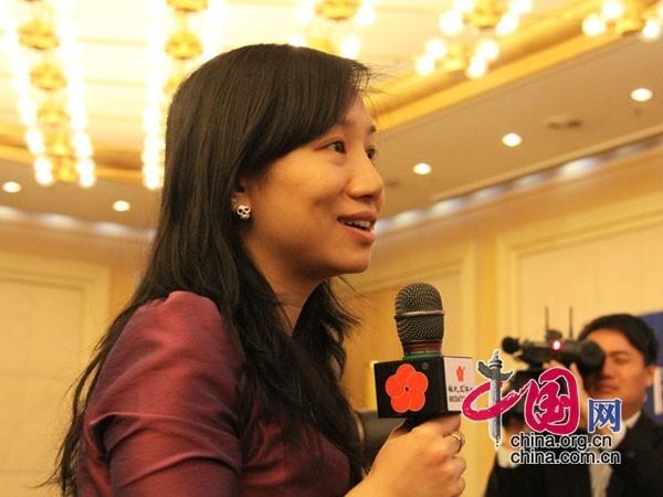 """记者在""""政协委员谈促进就业""""记者会上向委员们提问。 (杨爱博摄)"""
