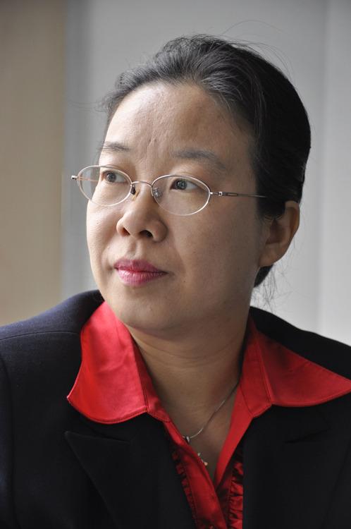 嘉宾陈迎是环境经济问题方面的专家