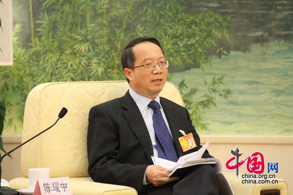 12日下午3时,台湾代表团在人民大会堂召开全体会议,图为陈耀中代表发言。 (杨爱博摄)