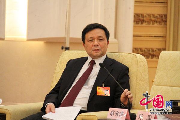 3月12日下午3时,台湾代表团在人民大会堂召开全体会议,图为胡有清代表发言。 (杨爱博摄)