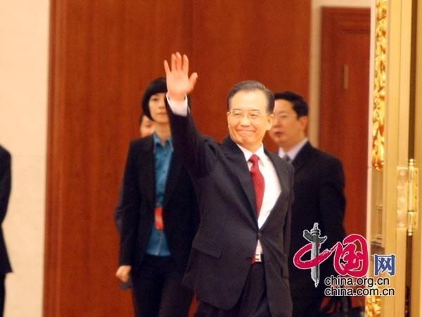 温家宝总理出席本次见面会 中国网 胡迪  摄