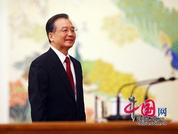 温总理走上主席台