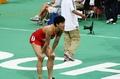组图:刘翔赛后疲惫倒地 关心对手成绩