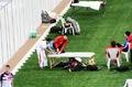 组图:刘翔多哈赛前热身按摩为主 伤势已无碍