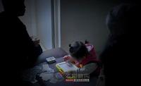 """图片故事:""""结石宝宝""""家庭被奶粉改变的生活"""