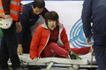 组图:周洋遭韩国选手犯规 严重受伤被抬出场