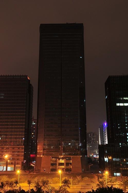 熄灯后的深圳腾讯总部大厦