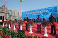 高清:上海外滩重新开放 市民游客竞相观光