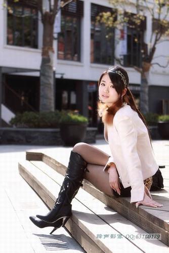武汉天地美女街拍 丝袜美眉最养眼