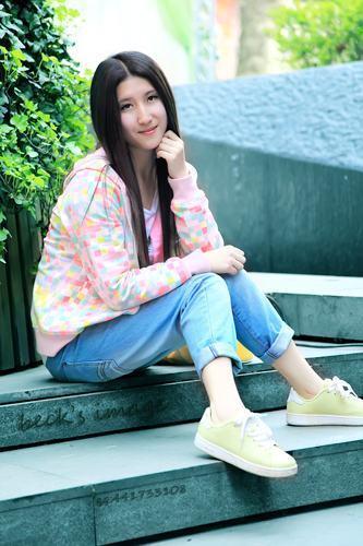 武汉美女天地街拍养眼丝袜最美女美眉同学h图片