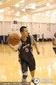 组图:篮网训练 易建联帅气短发亮相状态良好