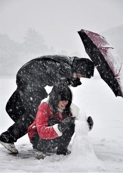 风雪中的故事(2)飞雪中的浪漫爱情 图片来源:大楚网友 牛 娃