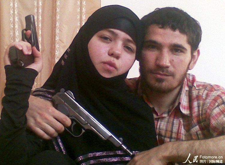 """调查人员已确认莫斯科地铁爆炸案一名自杀袭击者身份。这名女""""人弹""""年仅17岁,名叫德兹内特·阿卜杜拉赫曼诺娃,来自北高加索地区达吉斯坦共和国,她的丈夫乌玛拉特·穆罕默多夫是一名反政府武装人员,去年死于一次特别行动。"""