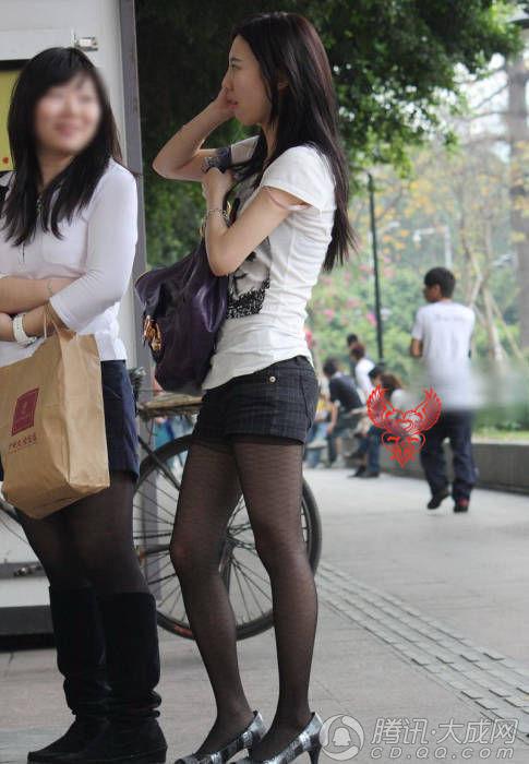 街头偶遇的黑丝袜美女