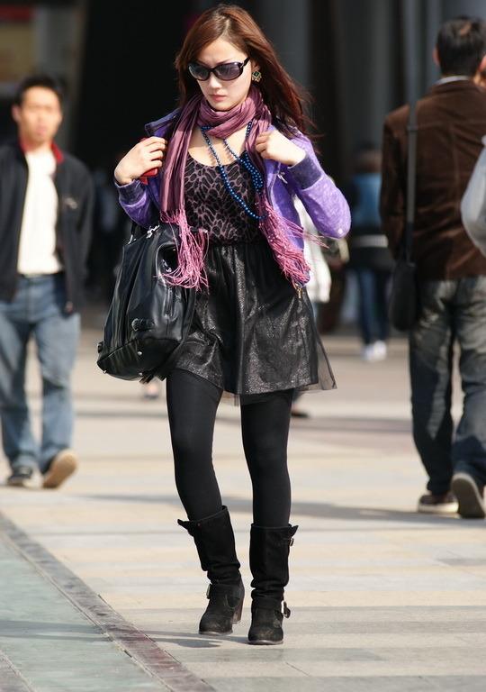 四城街拍组图黑色江城搜街美女开战(美女)_热丝袜休闲裤光谷图片