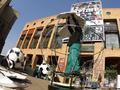 南非约堡惊现巨型足球