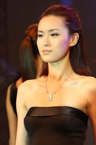 组图:美女模特t台走秀