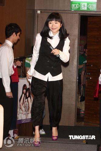 [2010.04.21]Momo Tao VS S.H.E 370043_500x500_0