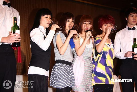[2010.04.21]Momo Tao VS S.H.E 370047_1200x1000_0