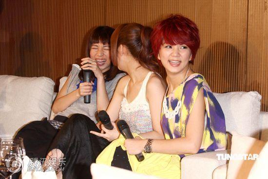 [2010.04.21]Momo Tao VS S.H.E 370048_1200x1000_0