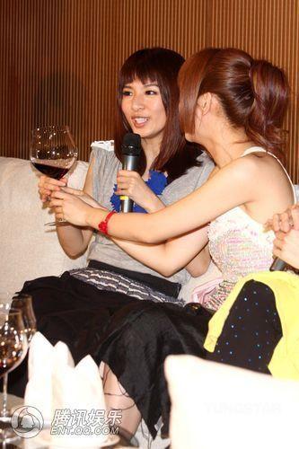 [2010.04.21]Momo Tao VS S.H.E 370050_1200x1000_0