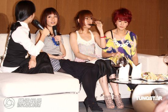 [2010.04.21]Momo Tao VS S.H.E 370051_1200x1000_0