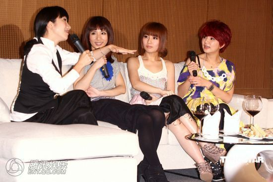 [2010.04.21]Momo Tao VS S.H.E 370052_1200x1000_0
