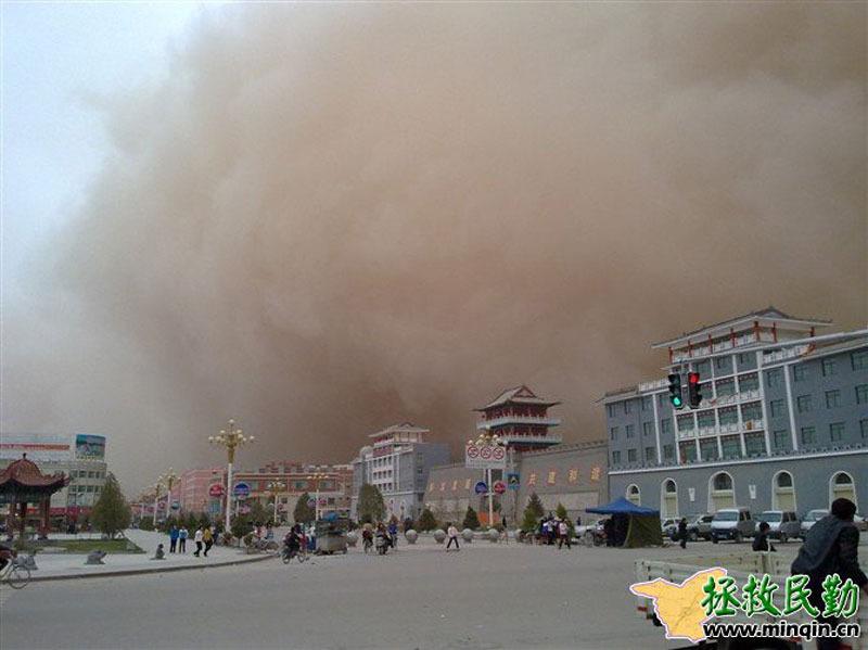 实拍民勤县突如其来的沙尘暴