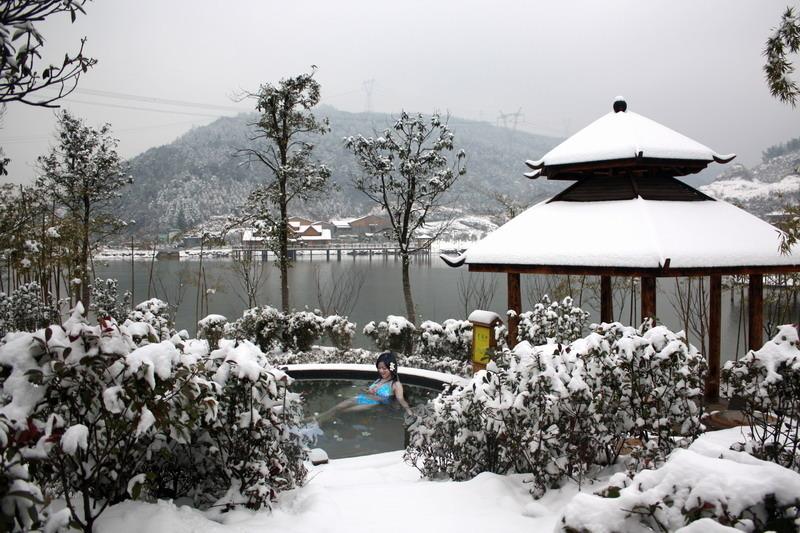 太乙国际温泉度假村雪景泡温泉