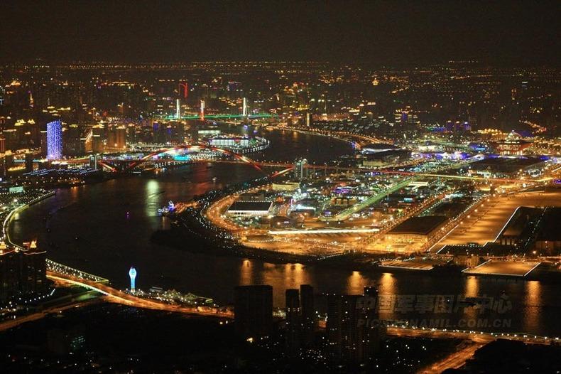 高清:航拍夜上海 都市里看全景