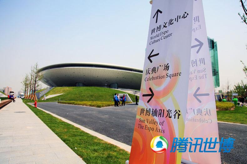 高清:上海世博会开幕前探营庆典广场扫拍