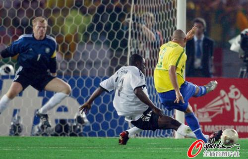 组图:罗纳尔多世界杯进球全纪录 超经典15球_