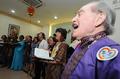 高清:世博会联合国合唱团走进上海敬老院