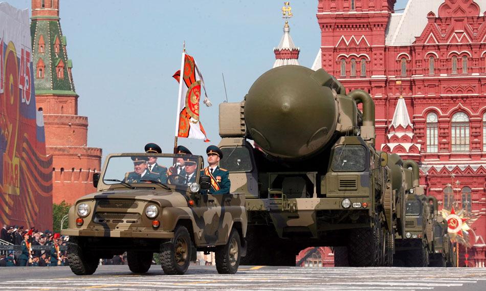 """""""白杨-M""""导弹系统亮相红场阅兵式。"""