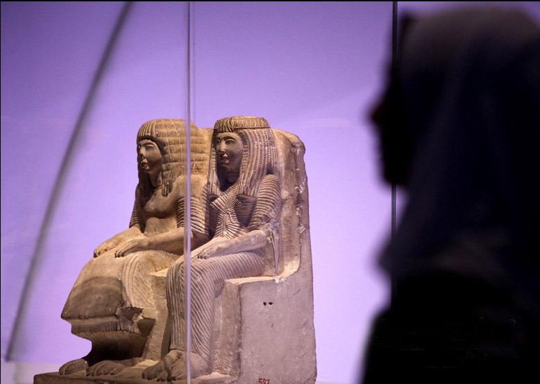 埃及法老和王后像-埃及馆终揭神秘面纱 六件千年文物亮相图片