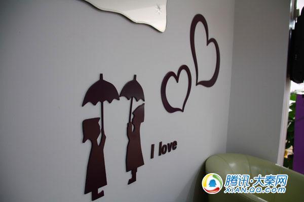 卡瑟琳体验店的壁贴,奠定浪漫的基础。